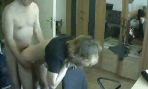 Kanak-kanak komik lucah naruto lelaki di pesta terlihat seperti gadis di pantat.